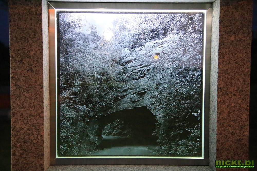 nickt piechowice park skwer szklo i granit 02