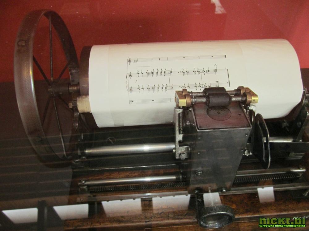 kraków muzeum techniki motoryzacji fiat 126p polonez warszawa syrena zabytek mikrus zajezdnia 18